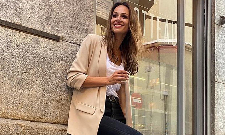 El reto de Eva González al reciclar los pantalones de cuero que compró en Zara por 30 euros