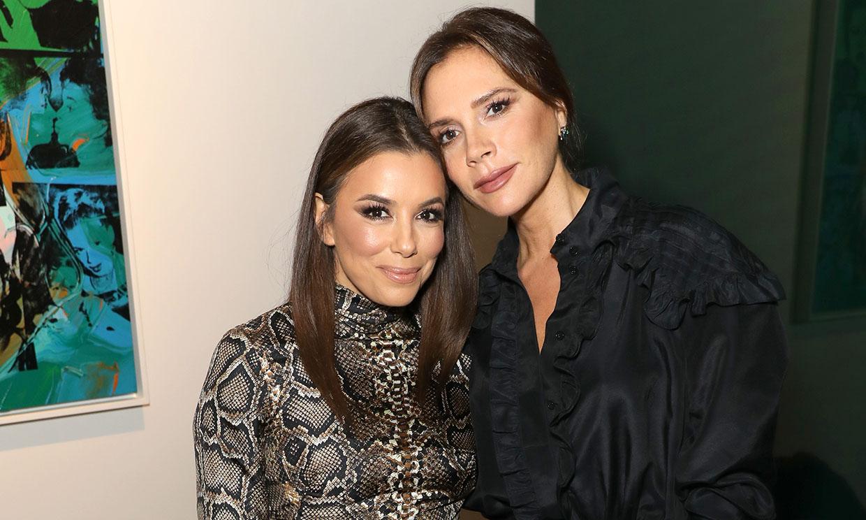 Victoria Beckham y Eva Longoria, el duelo de estilo definitivo… ¡en bata!