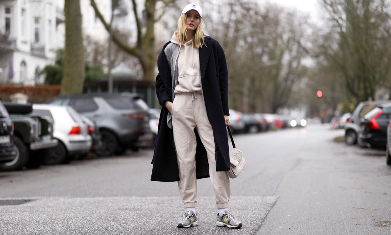 Pantalones deportivos o de cuero, la alternativa perfecta para no llevar vaqueros
