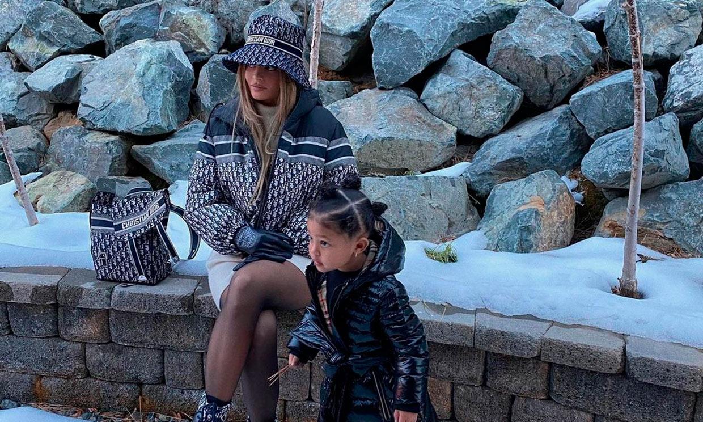 Georgina Rodríguez 'se marca' un Kylie Jenner en su último posado en la nieve