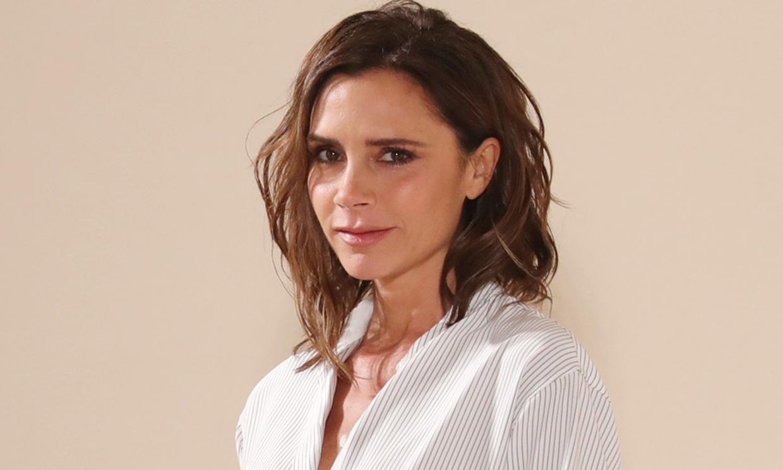 Duelo de estilo 'homewear' entre Victoria Beckham y Nicola Peltz: ¿Quién lleva mejor el pijama?