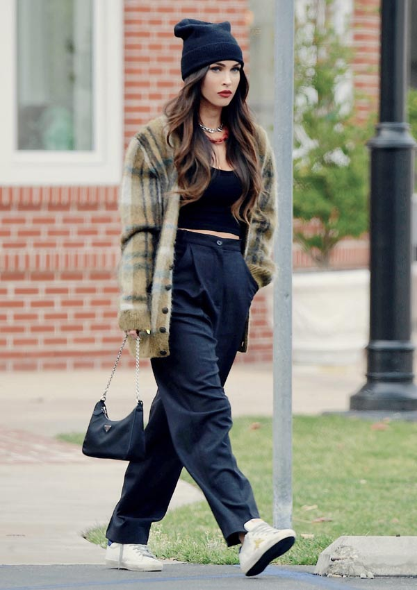 Megan Fox con zapatillas Golden Goose