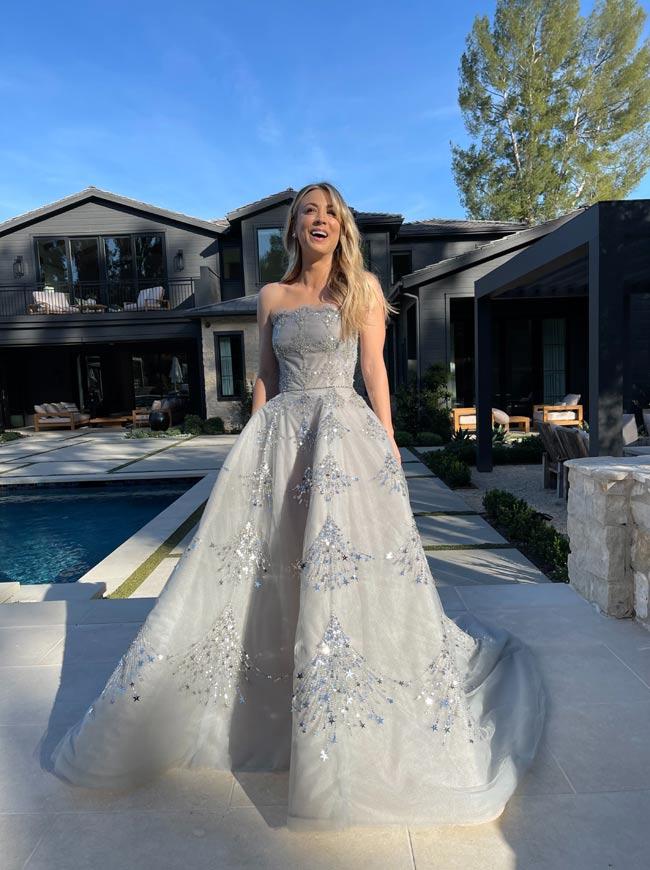 Kaley Cuoco con vestido de princesa
