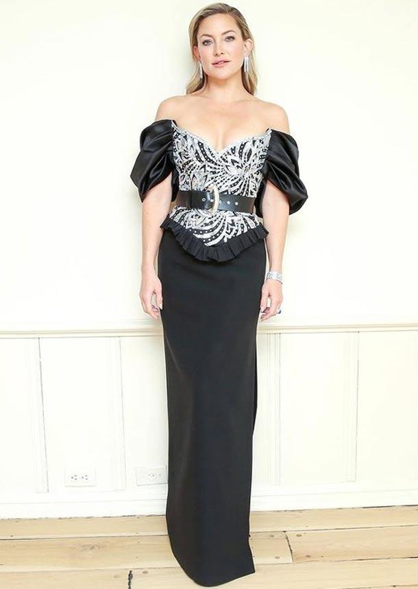 Kate Hudson con vestido-corsé