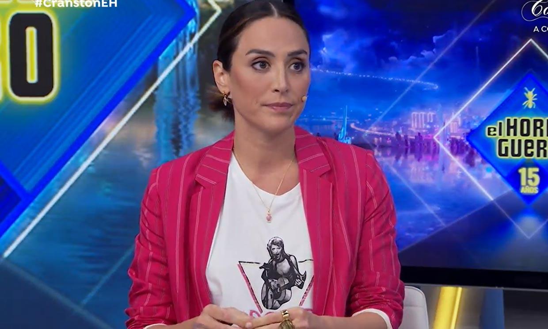 Las claves de Tamara Falcó para modernizar su look: camiseta roquera y tacones de vinilo