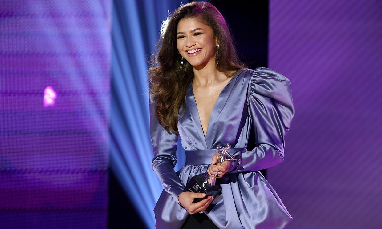 Zendaya deslumbra con el vestido 'vintage' que une a madres e hijas