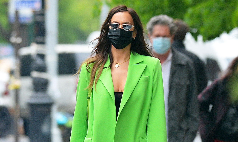 Lo dice Irina Shayk: si vas a comprarte una 'blazer', que sea verde