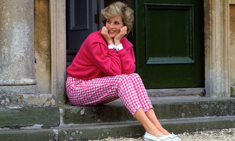 Zara versiona los pantalones vichy de Diana de Gales por 26 euros