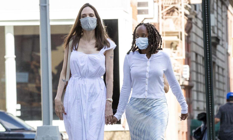 El vestido blanco de Angelina Jolie y sus versiones asequibles que no te quitarás hasta octubre
