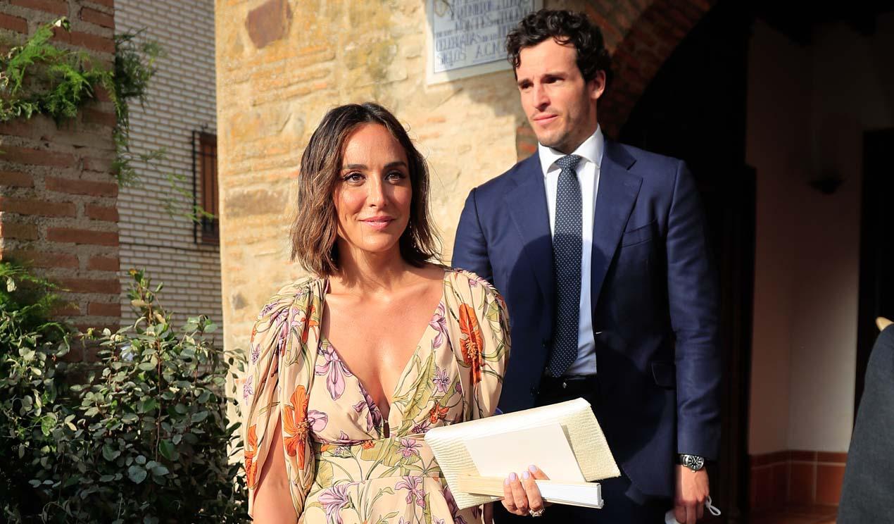 Tamara Falcó, la perfecta invitada de verano con alpargatas y vestido de flores