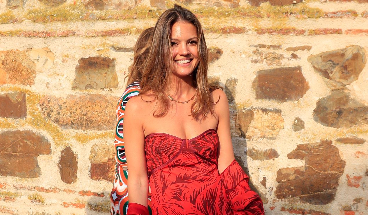 Isabelle Junot, la invitada del estampado tropical con más personalidad