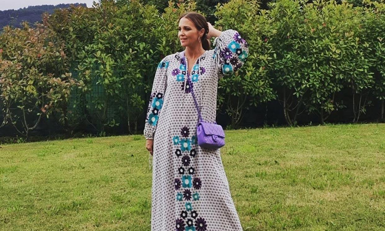 Paula Echevarría se apunta al sustituto del vestido 'midi': un caftán con bordados de flores