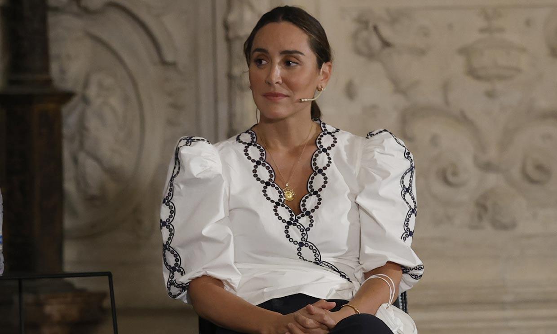 Copia por 34 euros la blusa de Tamara Falcó con efecto 'cintura de avispa'