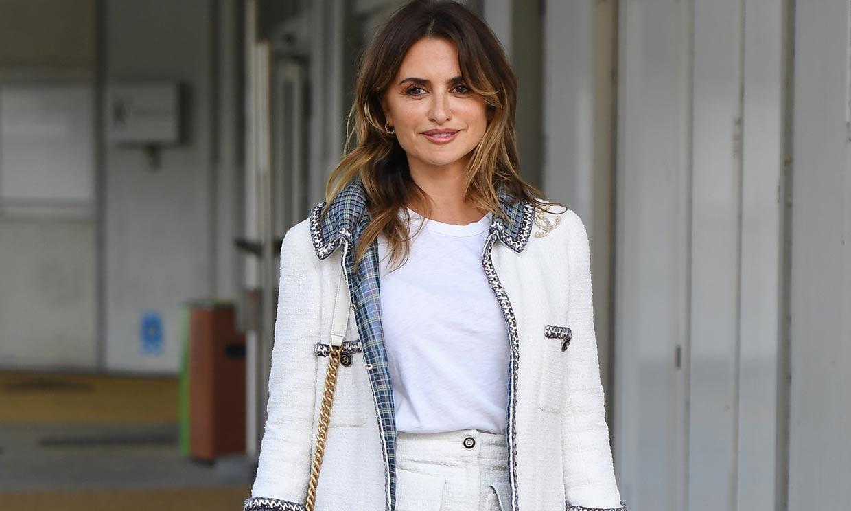 Penélope Cruz brilla en Venecia con minifalda y chaqueta de 'tweed'