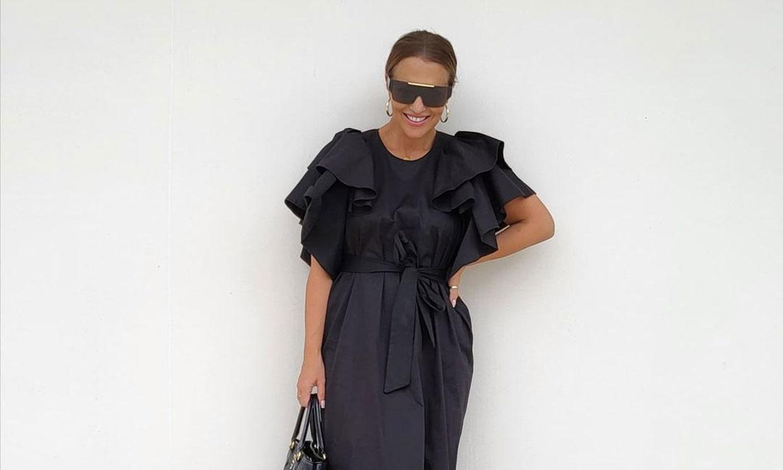 Paula Echevarría comparte su combinación más práctica: vestido de invitada con chanclas de verano