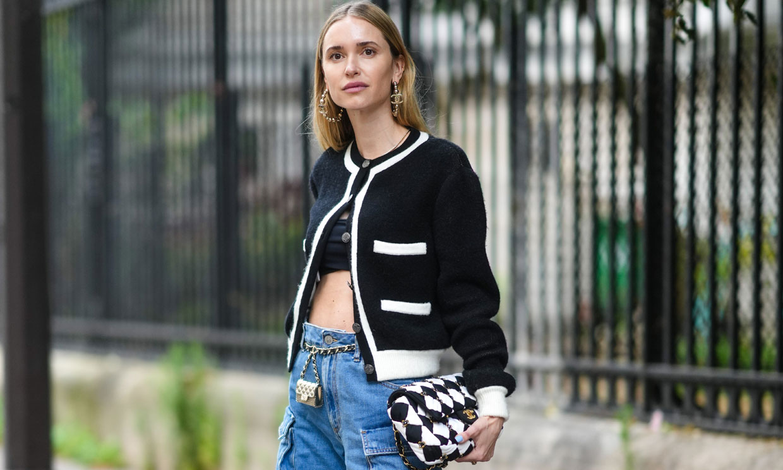 Sigue llevando top corto en septiembre con estos trucos de moda