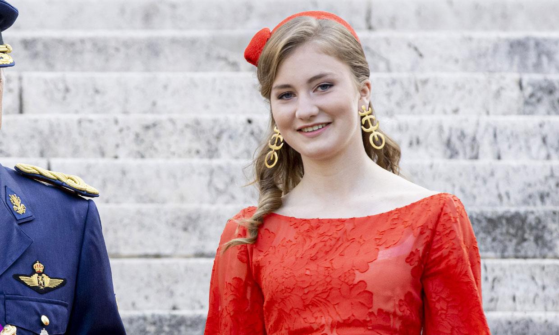 El armario universitario de Elisabeth de Bélgica: marcas españolas y zapatillas de tendencia