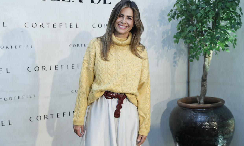 Copia el inesperado look de Nuria Roca con falda lencera y botas altas