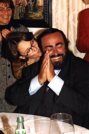 Luciano Pavarotti anuncia su próxima retirada de los escenarios