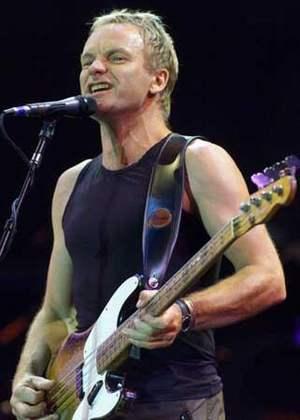 Sting sale ileso de un accidente aéreo que sufrió en Florencia