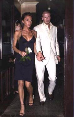 Victoria Beckham y su hijo, Brooklyn, salen ilesos de un accidente de tráfico