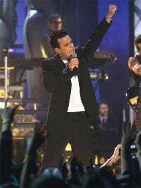 Robbie Williams sorprende a sus fans en Ámsterdam