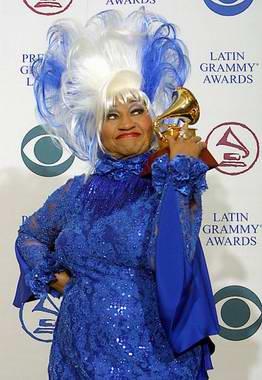 Celia Cruz se recupera tras someterse a una operación de urgencia