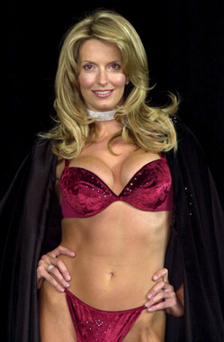 La novia de Rod Stewart causó sensación en un desfile de lencería
