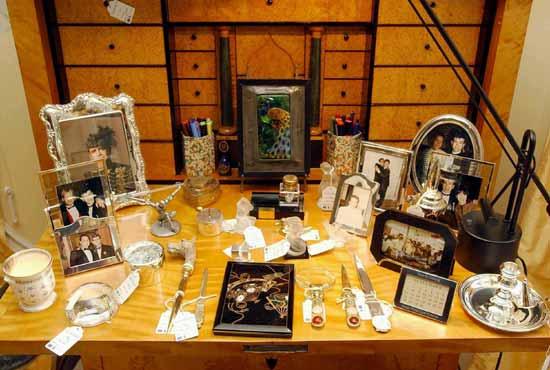 Elton John subastará en Sotheby's 400 objetos de su casa de Holland Park