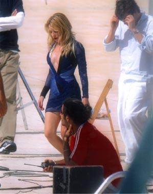 Kylie Minogue, una bella sirena en las piscinas olímpicas de Barcelona