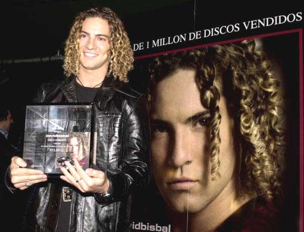David bisbal recibe un disco de diamante foto 2 for Disco de diamante