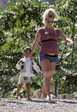 Britney Spears, en la recta final de su embarazo, organizó una fiesta para Kori, la hija de su marido