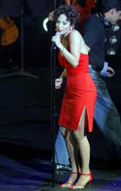 Jennifer López, una pasional mujer de rojo