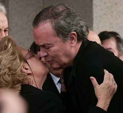 La familia, más unida que nunca, en la despedida religiosa de Rocío Dúrcal