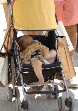 Primeras vacaciones de Rod Stewart y Penny Lancaster con su hijo