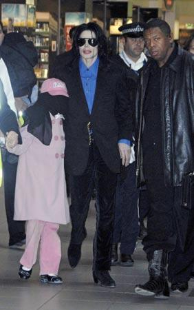 Michael Jackson molesto por la subasta de sus objetos personales