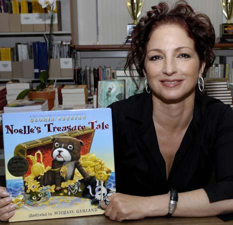 Gloria Estefan cuenta las aventuras de su mascota a los niños de Miami