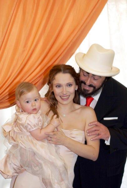 Las hijas de Luciano Pavarotti anuncian una batalla legal por la herencia de su padre