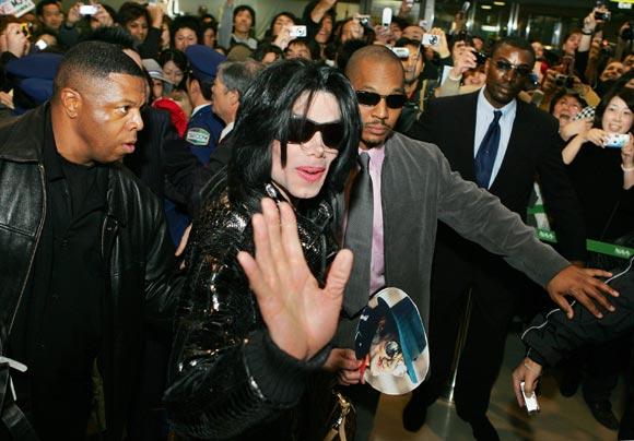 Michael Jackson rompe su silencio tras una década retirado de la vida pública