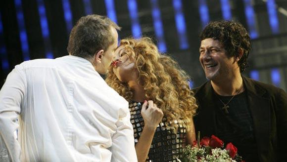 Paulina Rubio y Alejandro Sanz, invitados sorpresa en el concierto de Miguel Bosé