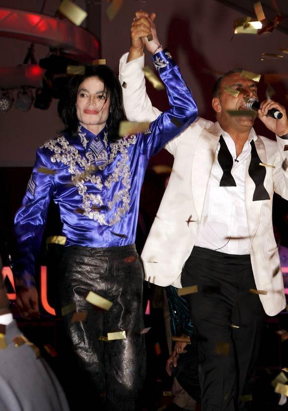 Michael Jackson aparece por sorpresa en el cumpleaños de un amigo