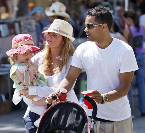 El paseo 'en familia' de Geri Halliwell con su novio y su hija