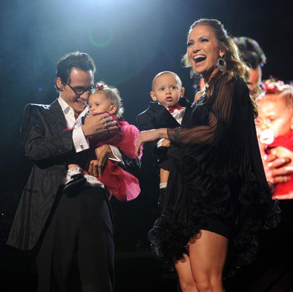 Marc Anthony y Jennifer López suben por primera vez a sus hijos, Max y Emme, al escenario