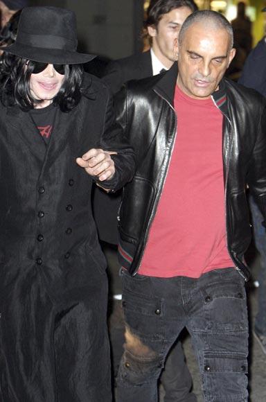Michael Jackson reaparece con buen aspecto, tras semanas de especulaciones sobre su salud