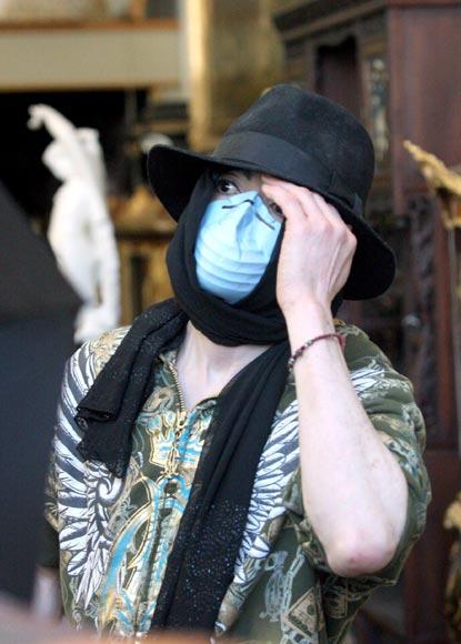 Meses antes de volver a cantar, Michael Jackson se dedica a su otra pasión: las antigüedades