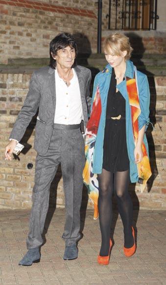 Ronnie Wood le 'regala' a su novia Ekaterina un castillo para hacer las paces