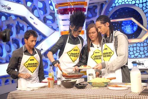 Tokio Hotel cocina unos personales espaguetis para las fans españolas