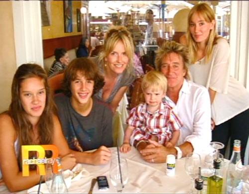 Rod Stewart, rodeado de su familia, confiesa su intención de tener un séptimo hijo