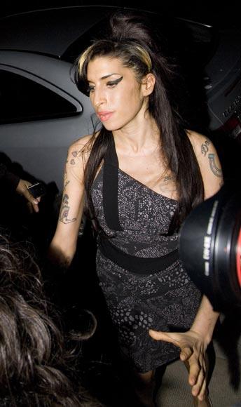 Después de dos años sin pisar un escenario, Amy Winehouse actúa por sorpresa en un acto benéfico
