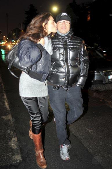 Eros Ramazzotti y su novia, Marika Pellegrinelli, tiñen de romanticismo las calles de Milán